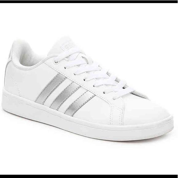 le adidas nuovo vantaggio le scarpe da ginnastica poshmark